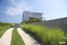 The Ultra Modern Dune Road Residence